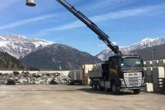 2019-neuer-Volvo-3-Achs-LKW-mit-Kipper-und-Kran_2